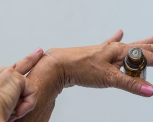 Essential Oils that Can Help with Rheumatoid Arthritis Symptoms